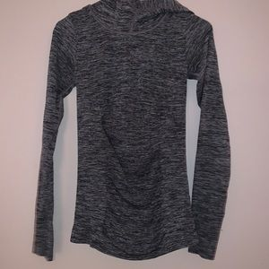 Athleta hooded work out shirt
